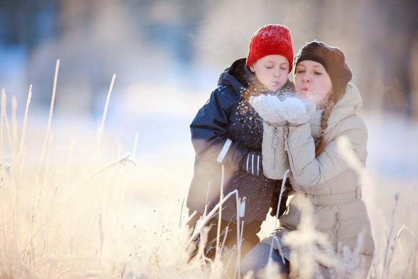 Mama z dzieckiem zimą