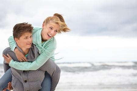 Para nad morzem jesienią