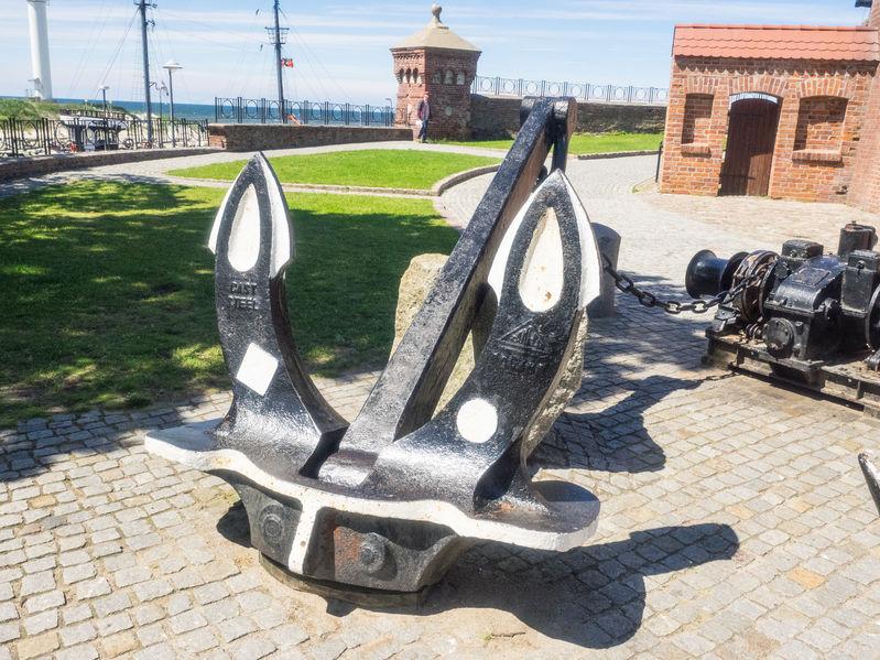 Kotwica i latarnia morska Kołobrzeg
